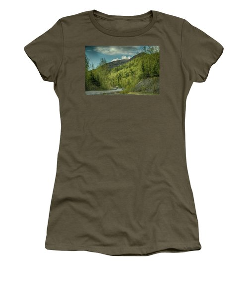 Traveling Alaska   Women's T-Shirt (Athletic Fit)