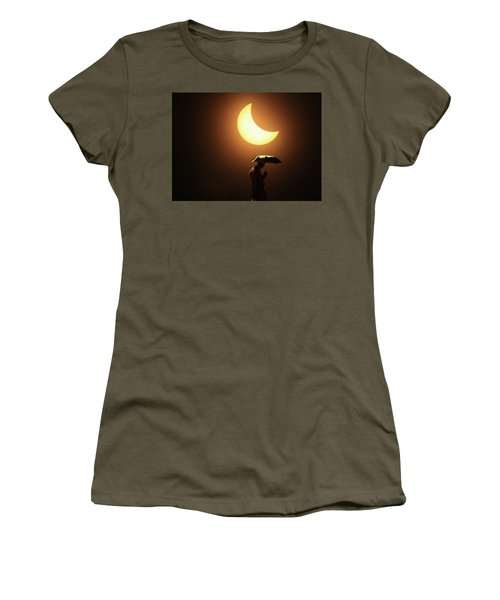 Umbrella Man Eclipse Women's T-Shirt (Athletic Fit)