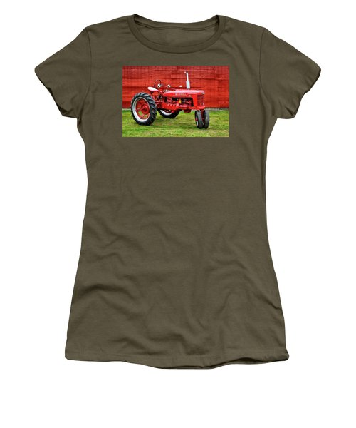 Vintage Farmall Tractor With Barnwood Women's T-Shirt