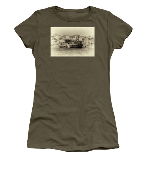 Wadi Al-sebua Antiqued Women's T-Shirt