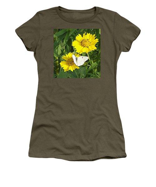 Yellow Cow Pen Daisies Women's T-Shirt