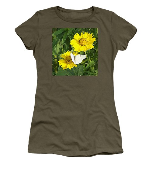 Yellow Cow Pen Daisies Women's T-Shirt (Athletic Fit)