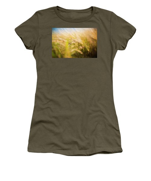 Background Of Ears Of Wheat In A Sunny Field. Women's T-Shirt