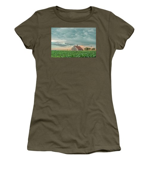 Barn In Sunset Women's T-Shirt
