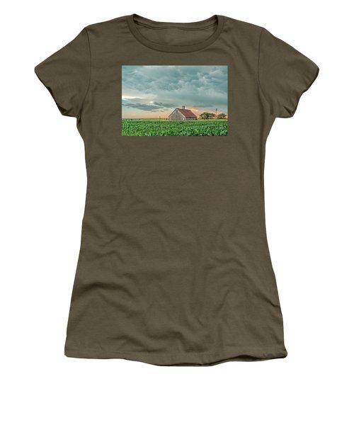 Barn In Sunset Women's T-Shirt