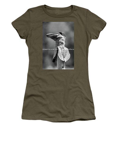 Boot Post Women's T-Shirt