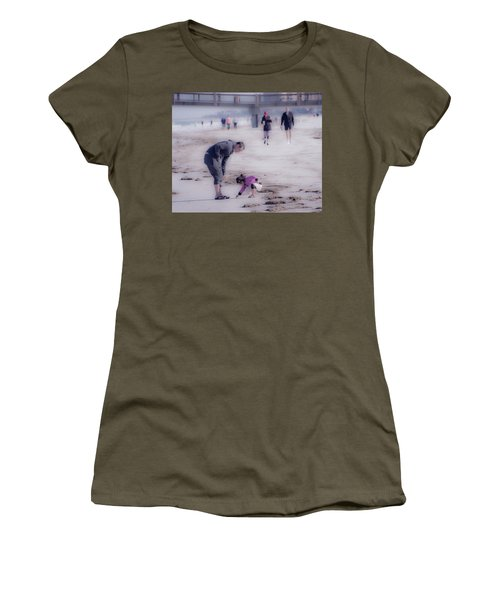 Clearwater Beachcombing Women's T-Shirt