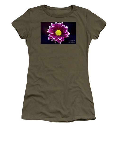 Droplets On A Daisy Women's T-Shirt