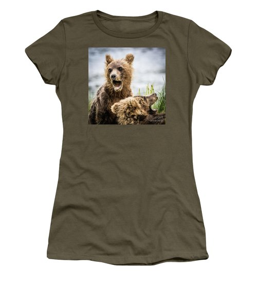 Grizzly Cubs Looking For Their Mum Women's T-Shirt