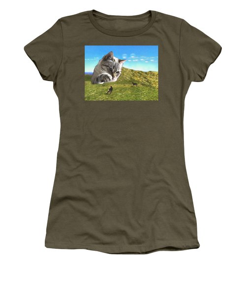 Gulliver's Cat Meets Abbie's Dogs  Women's T-Shirt