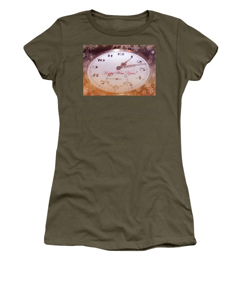 Happy New Year With Decorative And Nostalgic Theme. Women's T-Shirt