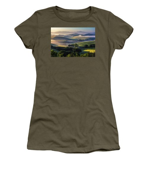 Hilly Tuscany Valley Women's T-Shirt