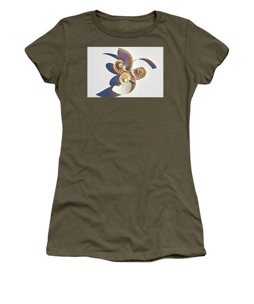 Nautilus 0425 Women's T-Shirt