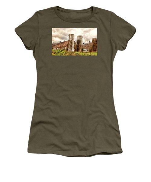 Old Rustic Barn In Cumberland Virginia Women's T-Shirt