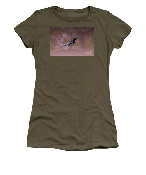 Oriental Magpie-robin With Texture Women's T-Shirt