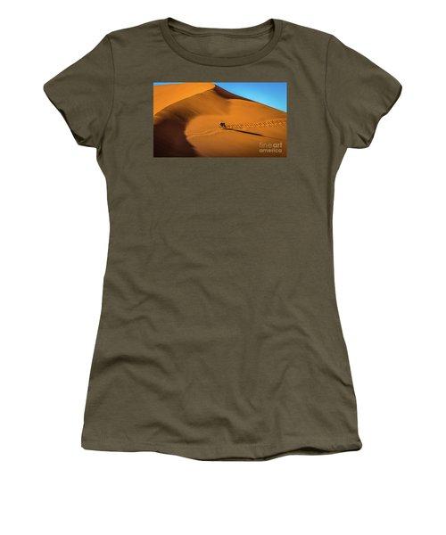 Oryx Crossing Big Daddy Dune, Sossusvlei, Namibia Women's T-Shirt