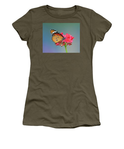 Women's T-Shirt featuring the photograph Plain Tiger Or African Monarch Butterfly Dthn0246 by Gerry Gantt
