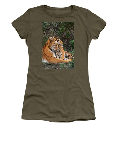 Siberian Tiger Mother And Cub Endangered Species Wildlife Rescue Women's T-Shirt