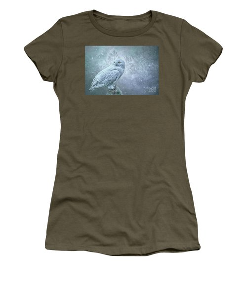 Snowy Owl In Winter Women's T-Shirt