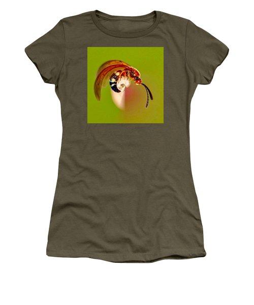Swirly Wasp Women's T-Shirt