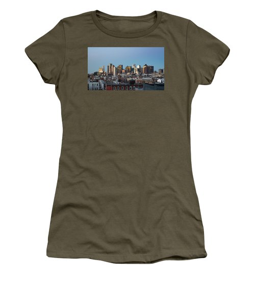The Skyline Of Boston In Massachusetts, Usa On A Clear Winter Ev Women's T-Shirt
