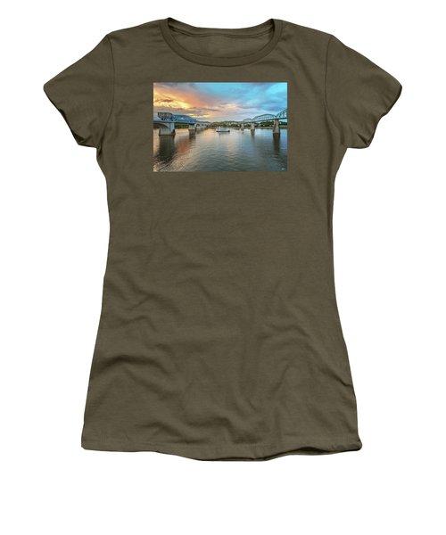 The Southern Belle Between The Bridges  Women's T-Shirt