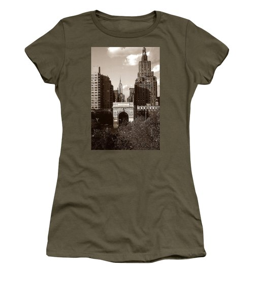 Washington Arch And New York University - Vintage Photo Art Women's T-Shirt