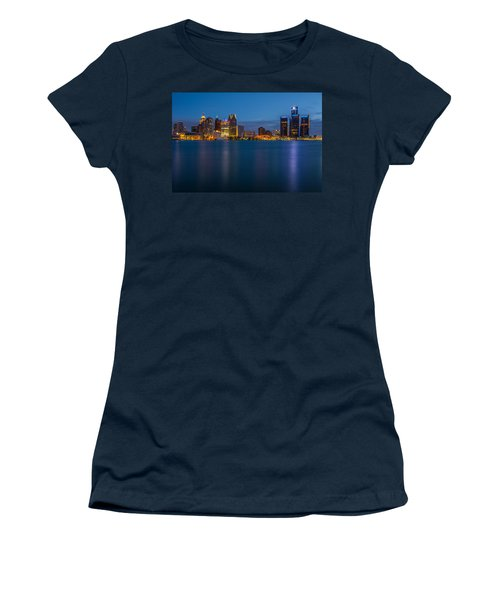 Detroit Skyline Women's T-Shirt (Athletic Fit)