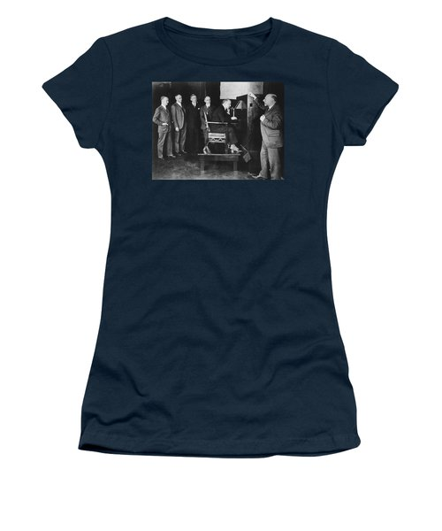 Bell Labs Talks To Hoover Women's T-Shirt