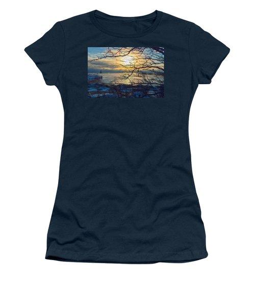 Hanging On Women's T-Shirt