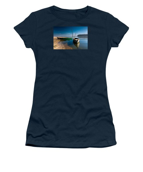 Women's T-Shirt (Junior Cut) featuring the photograph Waiting by Edgar Laureano