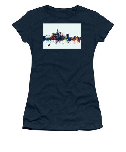 Des Moines Iowa Skyline Women's T-Shirt (Athletic Fit)
