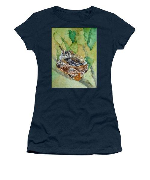 Hummingbird Nestiing Women's T-Shirt