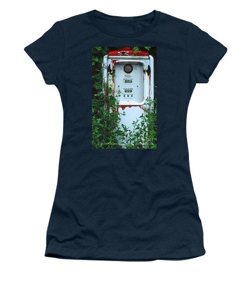 6g1 Old Tokheim Gas Pump Women's T-Shirt