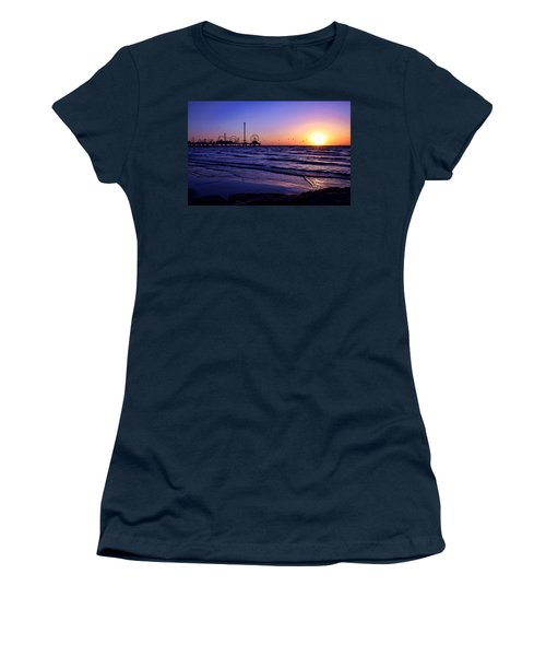 Seagull Sunrise Women's T-Shirt (Athletic Fit)