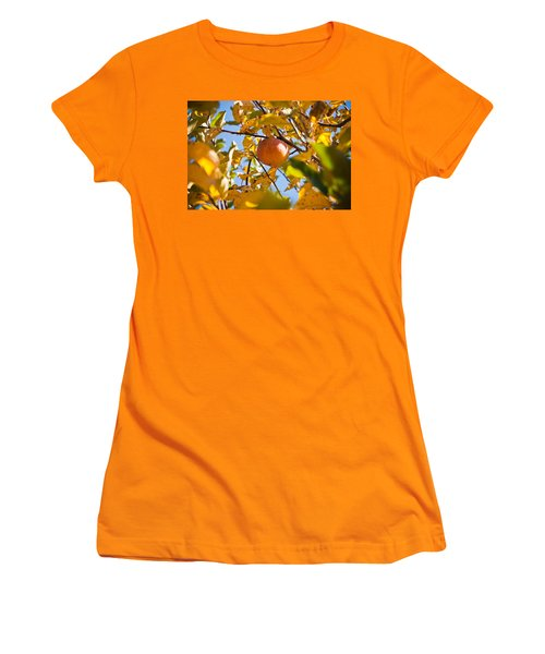 Apple Picking Women's T-Shirt (Athletic Fit)