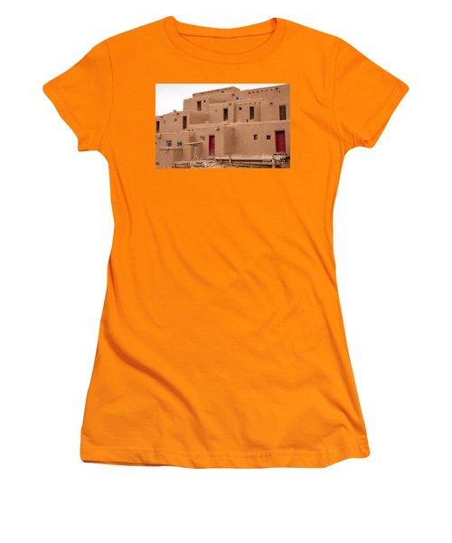 Pueblo Living Women's T-Shirt (Athletic Fit)
