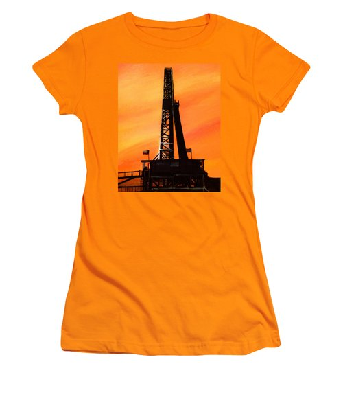Texas Oil Rig Women's T-Shirt (Athletic Fit)