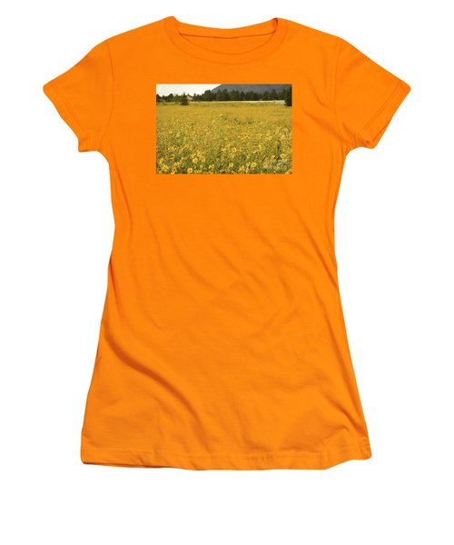 Field Of Yellow Daisy's Women's T-Shirt (Athletic Fit)