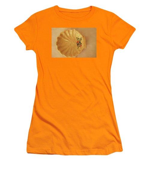 Medium Shell Plate Women's T-Shirt (Junior Cut) by Itzhak Richter