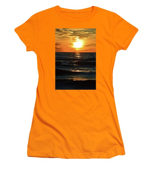 June 21 - 2017 Sunset At Wasaga Beach  Women's T-Shirt (Athletic Fit)