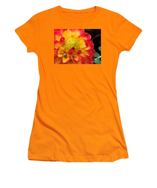 Macro Dahlia Women's T-Shirt (Athletic Fit)