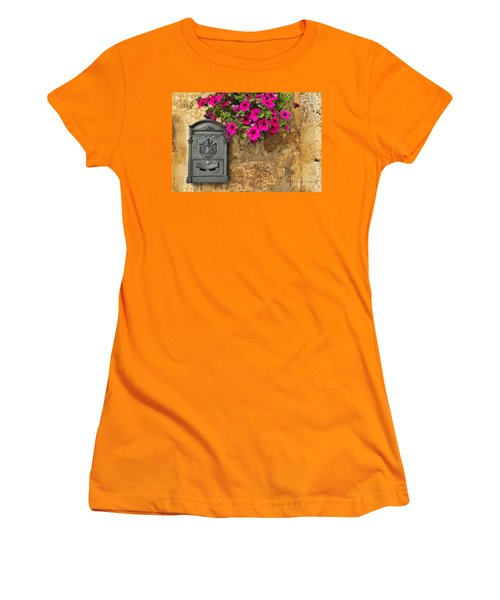 Mailbox With Petunias Women's T-Shirt (Junior Cut)