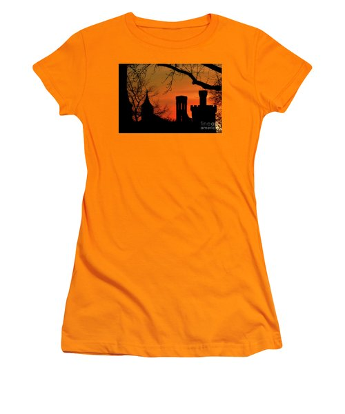 Smithsonian Castle Women's T-Shirt (Junior Cut) by Luv Photography