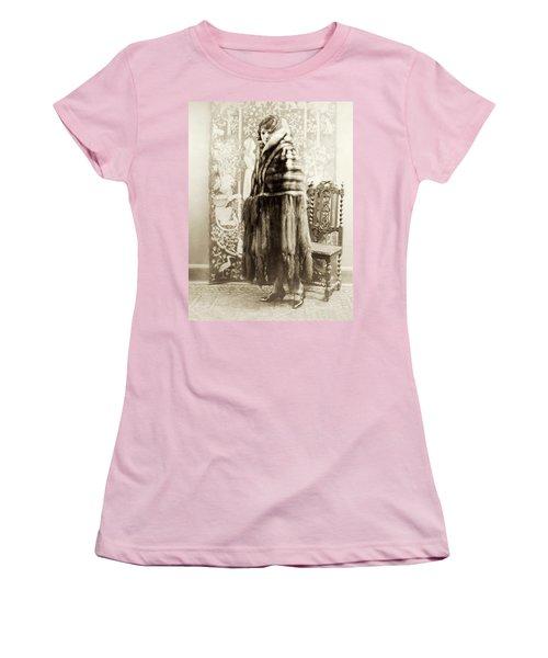 Women's T-Shirt (Junior Cut) featuring the photograph Fashion Fur, 1925 by Granger