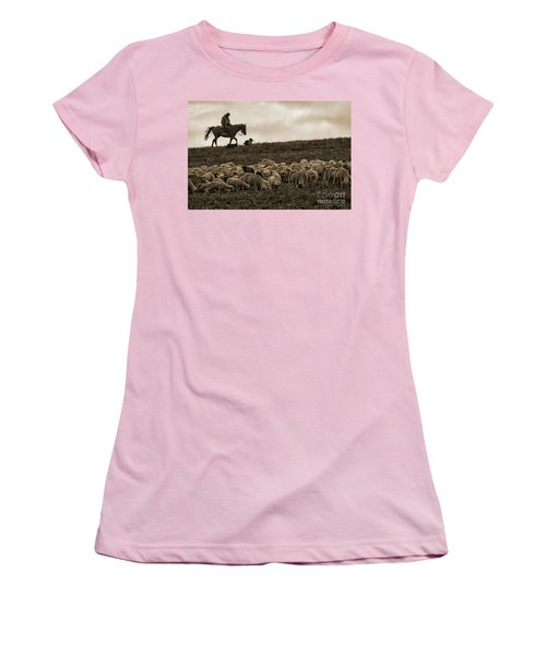 Days End Sheep Herding Women's T-Shirt (Athletic Fit)