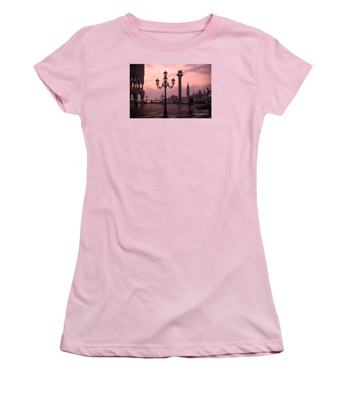 Lamppost Of Venice Women's T-Shirt (Athletic Fit)
