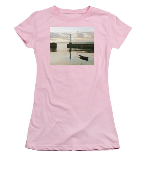 Night Is Coming Women's T-Shirt (Athletic Fit)