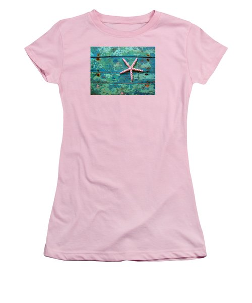 Seashore Peeling Paint - Starfish And Turquoise Women's T-Shirt (Athletic Fit)