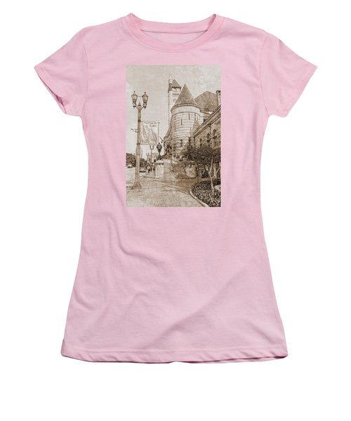 Union Station St Louis Mo Women's T-Shirt (Athletic Fit)